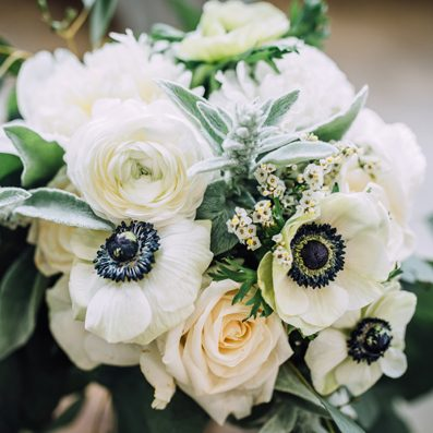 wed-whiteroses